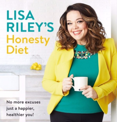 LISA RILEY releases her new diet book!