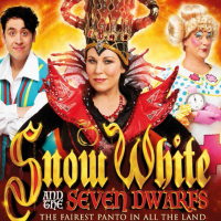 JESSIE WALLACE is in Snow White & The Seven Dwarfs